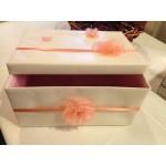 кутия за подарък или за пари с цветя в цвят праскова