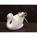 Бял лебед с декорация в златно